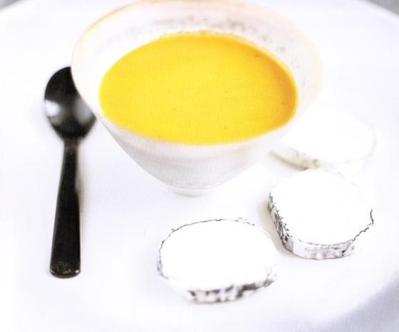 Kürbissuppe mit gerösteten Kürbiskernen und Ziegenkäse - Rezept