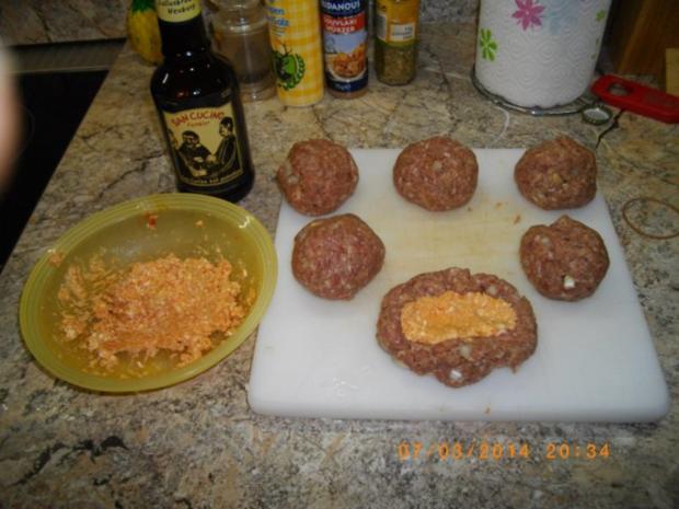 Bifteki gefüllt mit Feta - Rezept