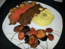 Roastbeef unter Senfkruste mit Portweinzwiebeln - Rezept