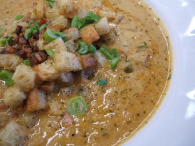 Suppen: Pastinakensuppe mit Kräuterbuttercroutons - Rezept