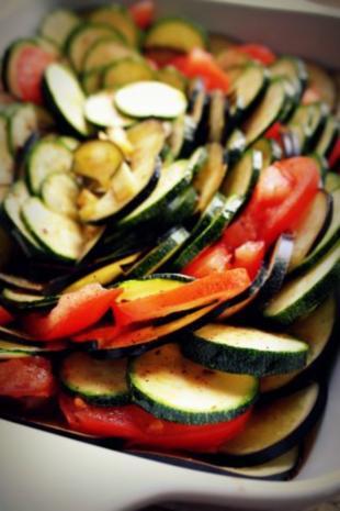 Beilage: Ratatouille-Auflauf mit Käse überbacken; vegetarisch; mediterran - Rezept