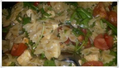 Nudelsalat rot weiß grün - Rezept