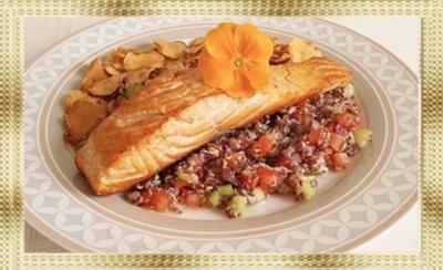 Gebratenes Lachsfilet  mit Quinoa-Salat und Topinambur Chips - Rezept