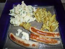 Majoran Kartoffeln, mit Grillwurst und Blumenkohlsalat. - Rezept