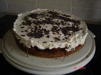 Rezept: Schokoladentorte mit Zwetschgen und Zimtsahne