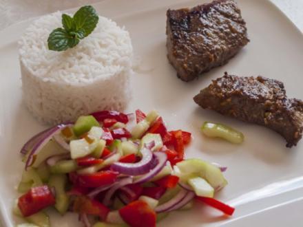 Lammsteaks in Knoblauchsoße - Rezept