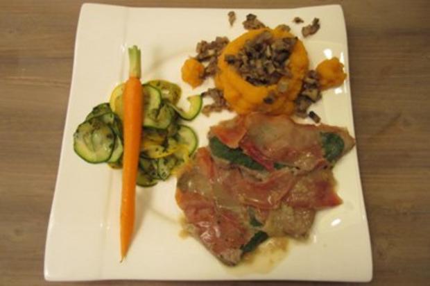 Saltimbocca in Weißweinsoße, Süßkartoffel-Türmchen gefüllt mit Champignons & Gemüse - Rezept