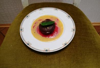 Schokosoufflee mit flüssigem Kern und selbstgemachter Eierlikör - Rezept