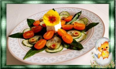 Junger Bärlauch Salat mit Fetakäse und Dressing dazu - Rezept
