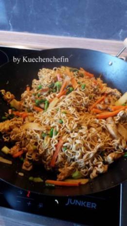 Gebratene Nudeln mit Hähnchenbruststreifen und Gemüse - Rezept - Bild Nr. 6