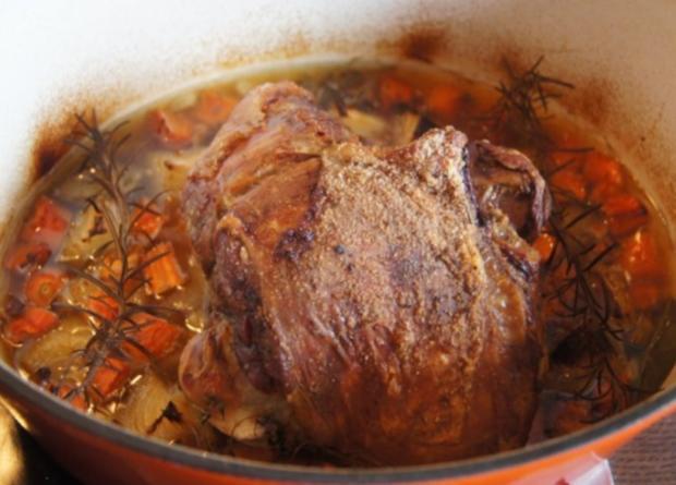 Lammkeule mit Buschbohnen und Mandelbällchen - Rezept - Bild Nr. 5