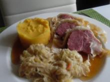 Kasseler im Blätterteig mit Kartoffel-Möhren-Stampf und Rahm-Ananas-Sauerkraut - Rezept