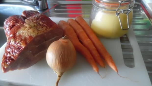 Kasseler im Blätterteig mit Kartoffel-Möhren-Stampf und Rahm-Ananas-Sauerkraut - Rezept - Bild Nr. 9