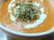 Möhrensuppe mit Orangen-Joghurt und Sprossen - Rezept