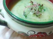Schwarzwurzel-Kartoffelsüppchen mit Bärlauch-Pesto und Sprossen - Rezept