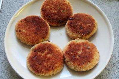 Kochen: Lachs-Frikadellen mit Sauce - Rezept