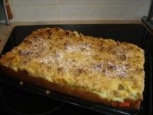 Pudding-Streuselkuchen mit Rhabarber - Rezept