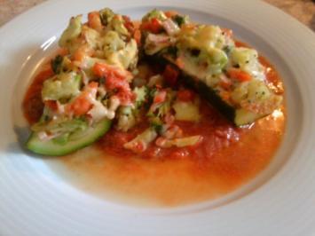 leichte, gefüllte Zucchini Schiffchen - Rezept