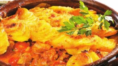 Pfundgulasch mit Kartoffelkruste - Rezept