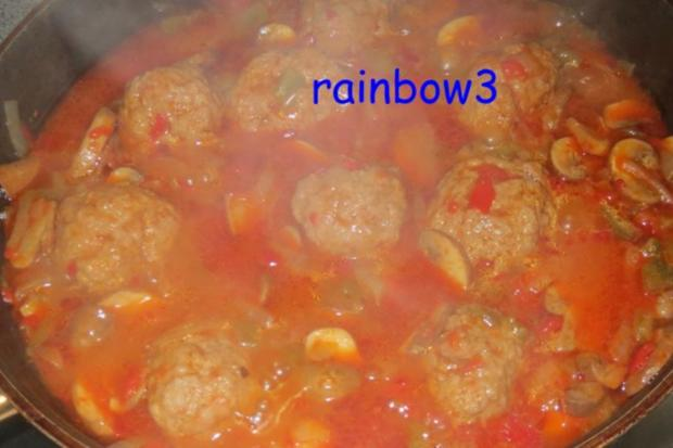 Kochen: Hackbällchen in Paprika-Champignon-Sauce - Rezept