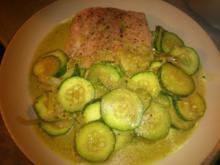 Zarter Wildlachs mit Zucchini-Curry - Rezept