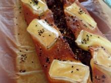 Hackfleisch-Pizza-Brot mit Zimt und Rosinen; mit Käse überbacken - Rezept