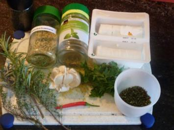 Mit Kräuter eingelegte kleiner Ziegenfrischkäse - Rezept