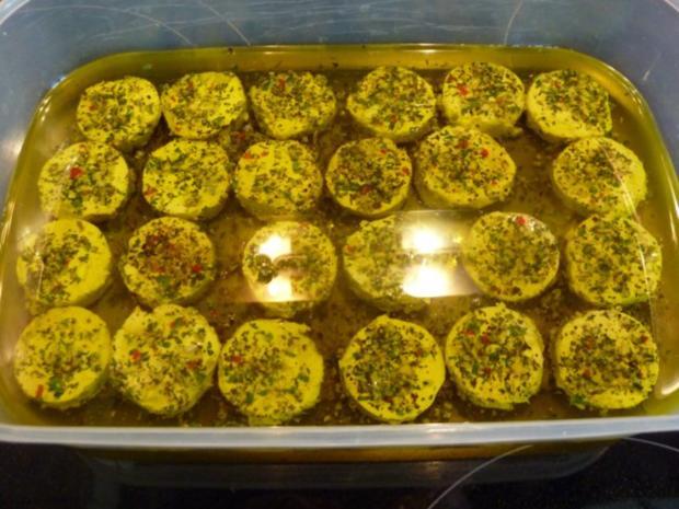Mit Kräuter eingelegte kleiner Ziegenfrischkäse - Rezept - Bild Nr. 3