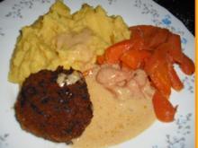 Buletten mit Rahmsauce, Currykartoffelstampf und Möhrengemüse - Rezept