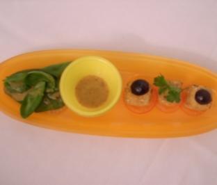 Feta in Mandelkruste auf Feldsalat mit Oliven an Honig-Senfdressing - Rezept