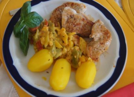 Paprikagemüse mit Puten-Ministeaks und gelben Kartoffeln - Rezept