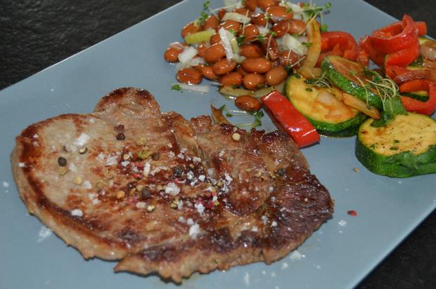 Ribeye Steak mit Bärlauchgemüse aus der Pfanne und braunen Bohnen - Rezept - Bild Nr. 68