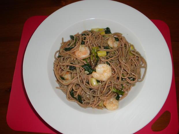 Hanf & Dinkel Spaghetti mit grünem Spargel frischem Spinat und Garnelen - Rezept - Bild Nr. 39