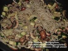 Vegetarisch : Gebratene Nudeln mit Champignon, Zucchini und Frühlingszwiebel - Rezept - Bild Nr. 32