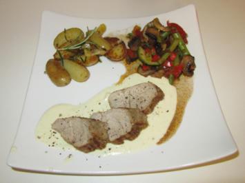Schweinefilet auf Parmesansauce, kleine Pfannendrillinge und mediterranes Ofengemüse - Rezept - Bild Nr. 12