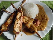 Saté-Spieße mit Erdnuss-Soße und Reis - Rezept - Bild Nr. 5