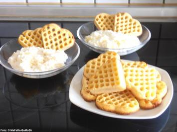 Rezept: Joghurt-Ananas-Creme mit Waffeln