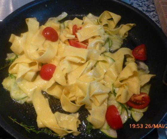 Zander mit Tomaten-Oliven-Ragout und Zucchini-Pappardelle - Rezept - Bild Nr. 29