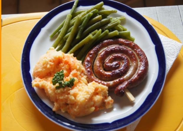 Bratwurstschnecke mit grünen Bohnen und Möhren-Kartoffelstampf - Rezept - Bild Nr. 51