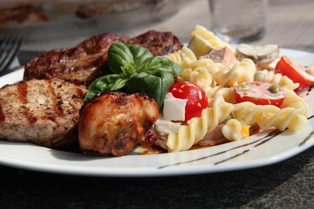 Grillrezepte für Hähnchen und Steaks mit drei Marinaden und Nudelsalat - Rezept - Bild Nr. 188