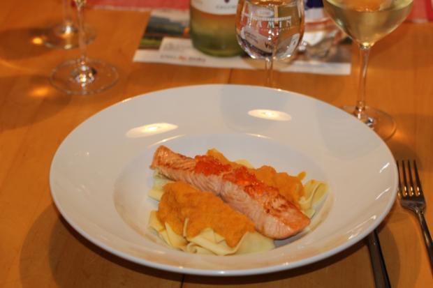 breite Bandnudeln mit gebratenem Lachs und Möhren-Orangensoße - Rezept - Bild Nr. 4