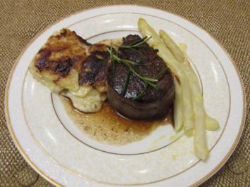 Rezept: Rinderfilet Steak an Kartoffelgratin mit sauce Bernaise und frischen Spargel
