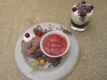 Weiße und dunkle Schokoladenmousse à la Helene mit frischem Erdbeerkompott - Rezept - Bild Nr. 325