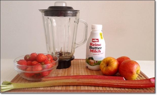 Erdbeer-Rhabarber-Äpfel Milchshake - Rezept - Bild Nr. 330