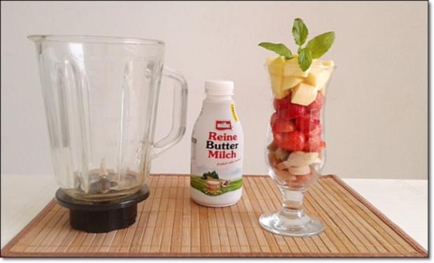 Erdbeer-Rhabarber-Äpfel Milchshake - Rezept - Bild Nr. 335