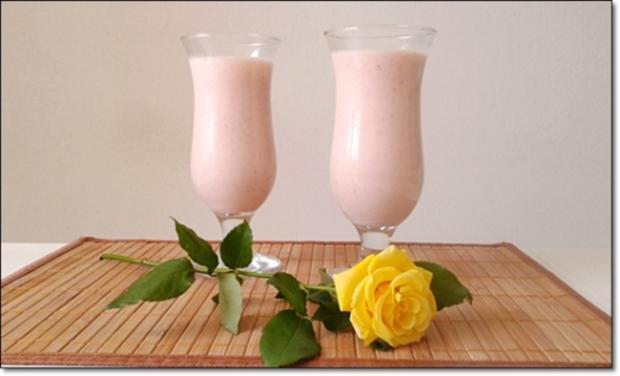 Erdbeer-Rhabarber-Äpfel Milchshake - Rezept - Bild Nr. 342