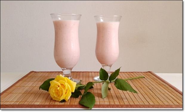 Erdbeer-Rhabarber-Äpfel Milchshake - Rezept - Bild Nr. 521