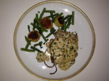 Filetbraten vom Rind, auf Sellerie, Kartoffelscones, grünen Bohnen und Pilzsahnesauce - Rezept - Bild Nr. 456