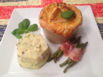 Rezept: Steak and Guiness Pie with Green Beans wrapped in Bacon and Tower Mash