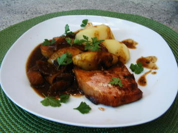Kasseler mit Apfel-Zwiebel-Senf-Soße - Rezept